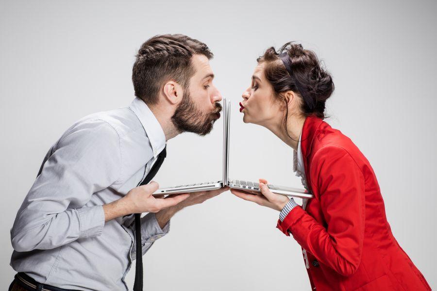 Online-Dating Laptops Pärchen
